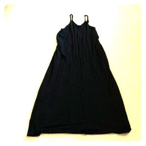 Dresses & Skirts - V neck black maxi dress with pockets!